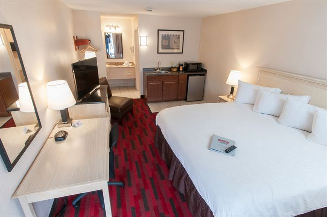 Deluxe King Room at Varsity Inn Hotel in Downtown Columbus Ohio